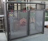 Müllbox aus Stahlrahmen pulverbeschichtet.