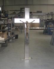 Edelstahlkreuz mit bronzener Jesusfigur