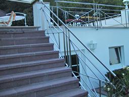 Geländer aus Metall für Balkon und Treppe