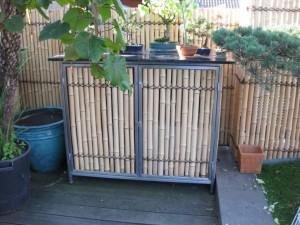 Edelstahlschrank als Gartenmöbel mit Bamubs