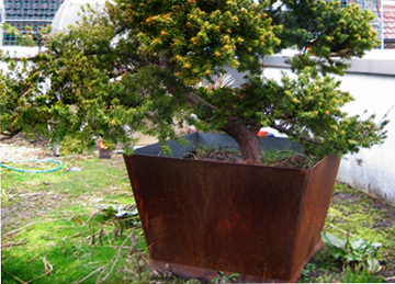 Blumenkübel aus Stahl